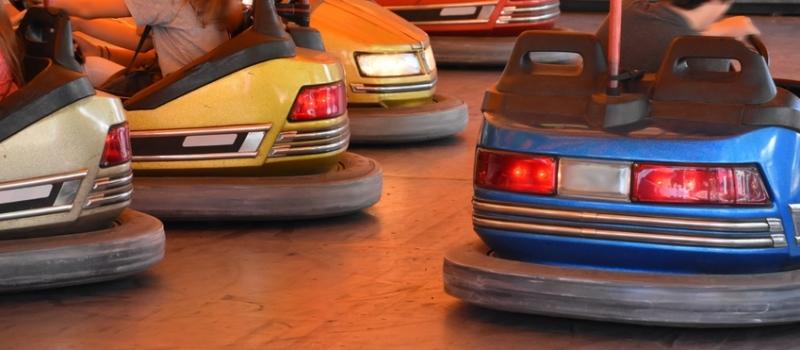 Autoscooter auf einem Jahrmarkt
